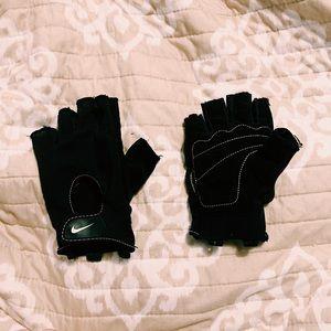 Nike fingerless Velcro workout gloves